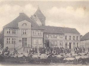 Marktplatz stadtarchiv 3